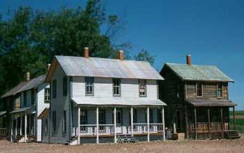 HO-AMB-Farmhouse-kitbash.-2
