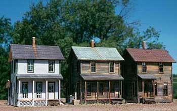 HO-AMB-Farmhouse-kitbash
